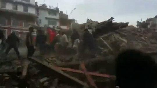 Nepal: Más de 1.000 muertos por terremoto