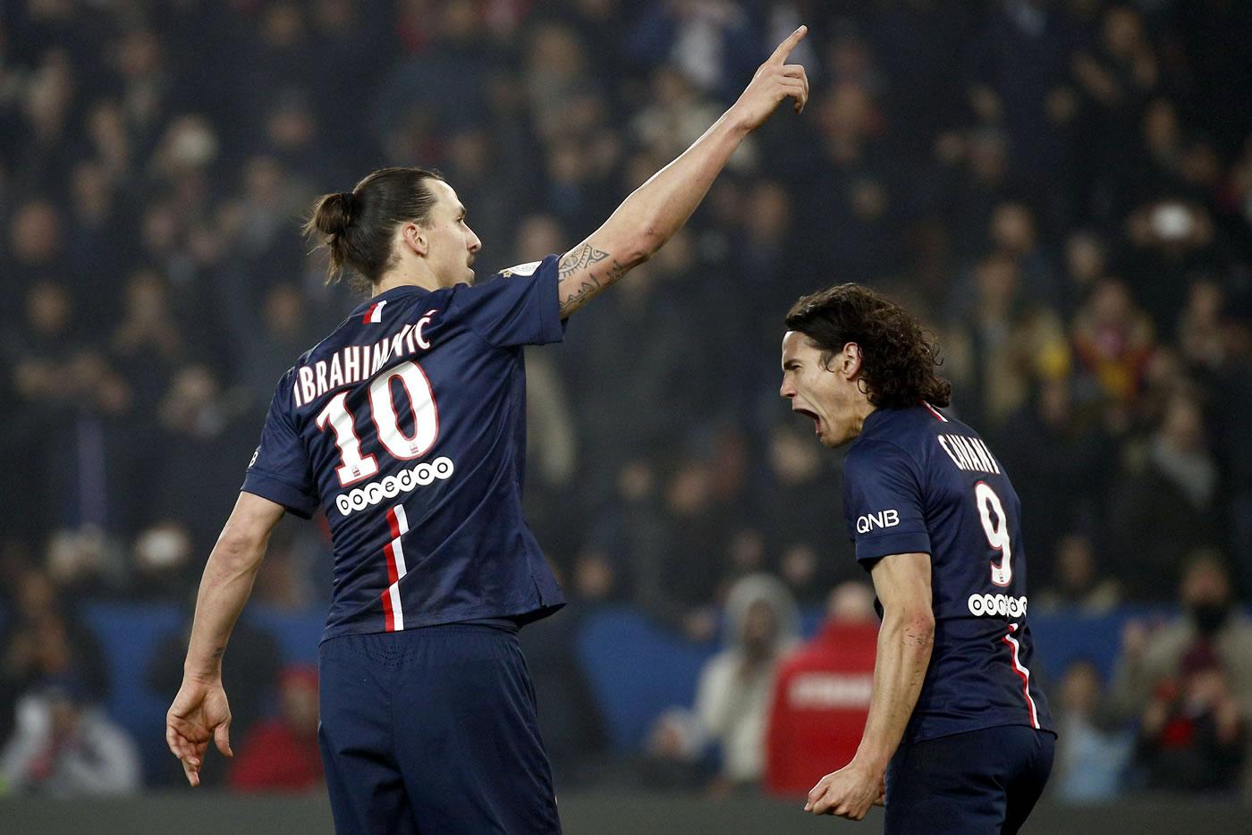 Ibrahimovic viste al PSG de líder