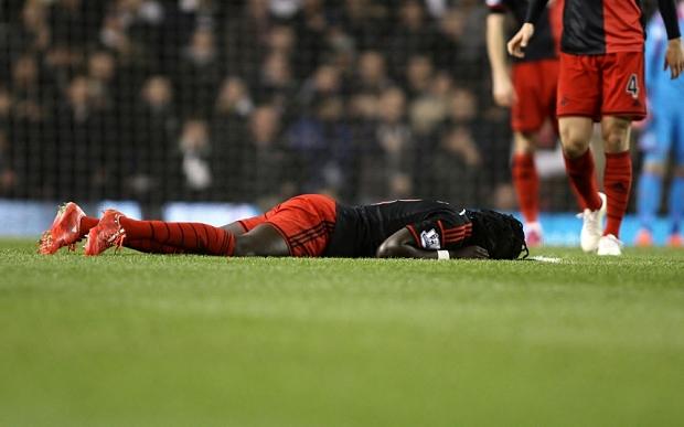 Jugador francés se desploma en el Tottenham-Swansea